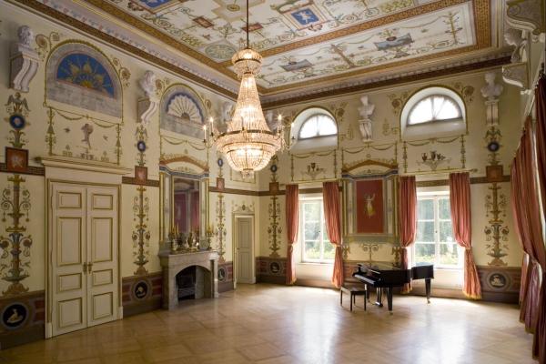 1853 Schloss Ismaning. Roter Saal. Foto Wilfried Petzi