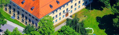 Banner Gemeinde & Rathaus: Schloss von oben