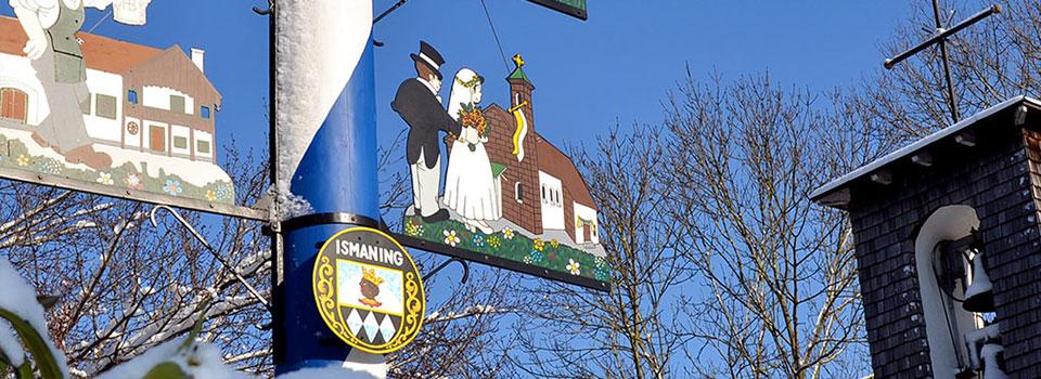 Das Ismaninger Wappen am Maibaum
