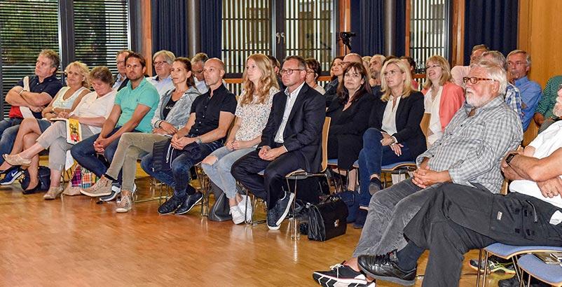 Die vielen Interessierte bei der Wir-in-Ismaning-Veranstaltung freuten sich über praxisnahe Vorträge und gute Gespräche im Anschluss.